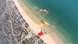 Skydivers bewijzen dat onze kust ook wondermooi kan zijn