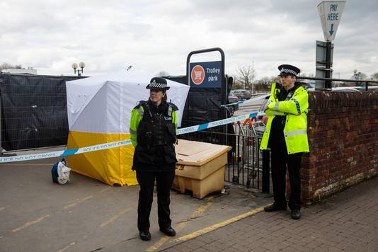 Politieagenten bij de plaats van de zenuwgasaanval