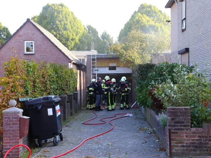 Twee garages in Heesch verwoest door brand