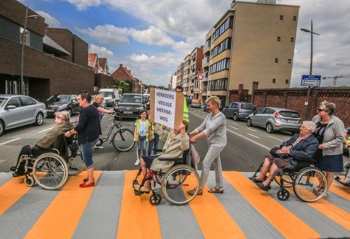 Bewoners van rusthuis Huize Sint-Jozef voerden donderdag nog actie voor een extra zebrapad. Het stadsbestuur geeft gehoor aan die vraag.