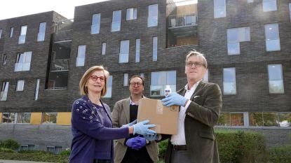 Houtgroep Cras en biotechbedrijf Ziphius doneren 500 flesjes handgel aan rusthuis De Meers