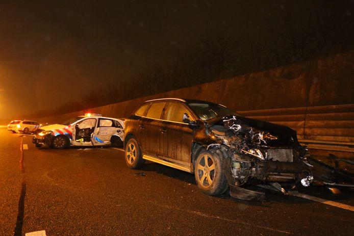 Met deze Volvo reed de dronken vrouw met volle snelheid in op de politieauto.