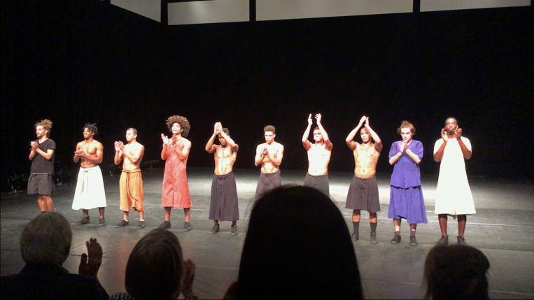 De dansgroep kreeg na de voorstelling een staande ovatie.