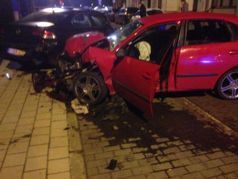Bij het ongeval in de Nieuwstraat ramde een automobilist drie geparkeerde wagens