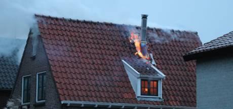 Veel rookontwikkeling bij uitslaande brand in Enschede