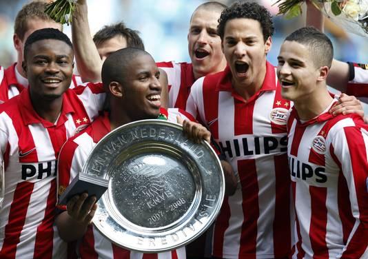 Onder anderen Eric Addo (links) en Ibrahim Afellay (rechts) werden met PSV vier keer kampioen.