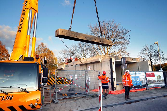 Eind oktober vorig jaar zette Ballast Nedam de reizigerstunnel bovengronds in elkaar.