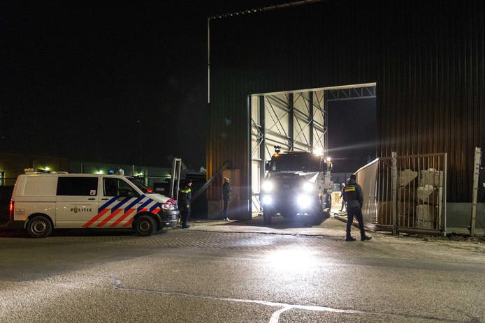 De politie-inval bij Puijfelik Recycling BV begin dit jaar.