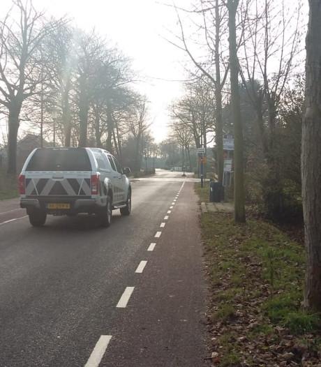 Bewoners van de Hogeweg in Burgh-Haamstede zijn de trillingen en hardrijders zat