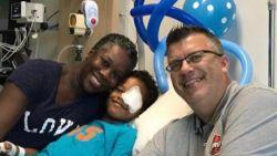 """Topcoach zet stap terug om voor ziek zoontje (8) te zorgen: """"Mijn kind heeft kanker. Wat zou ik met basket bezig zijn?"""""""