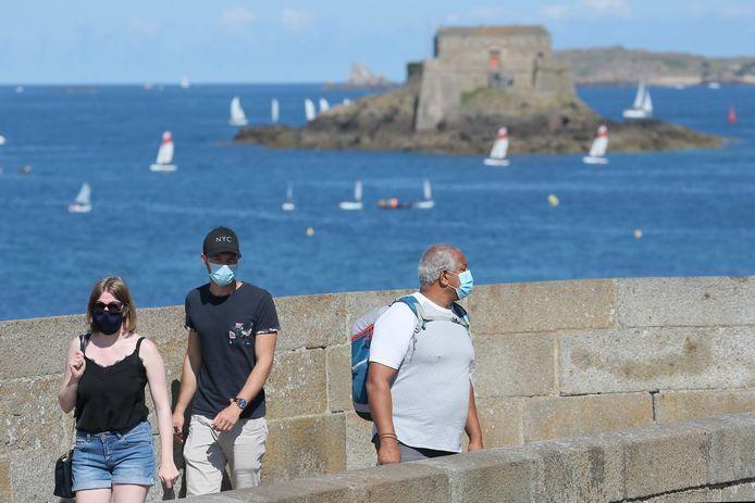 Toeristen in het Franse Saint-Malo.