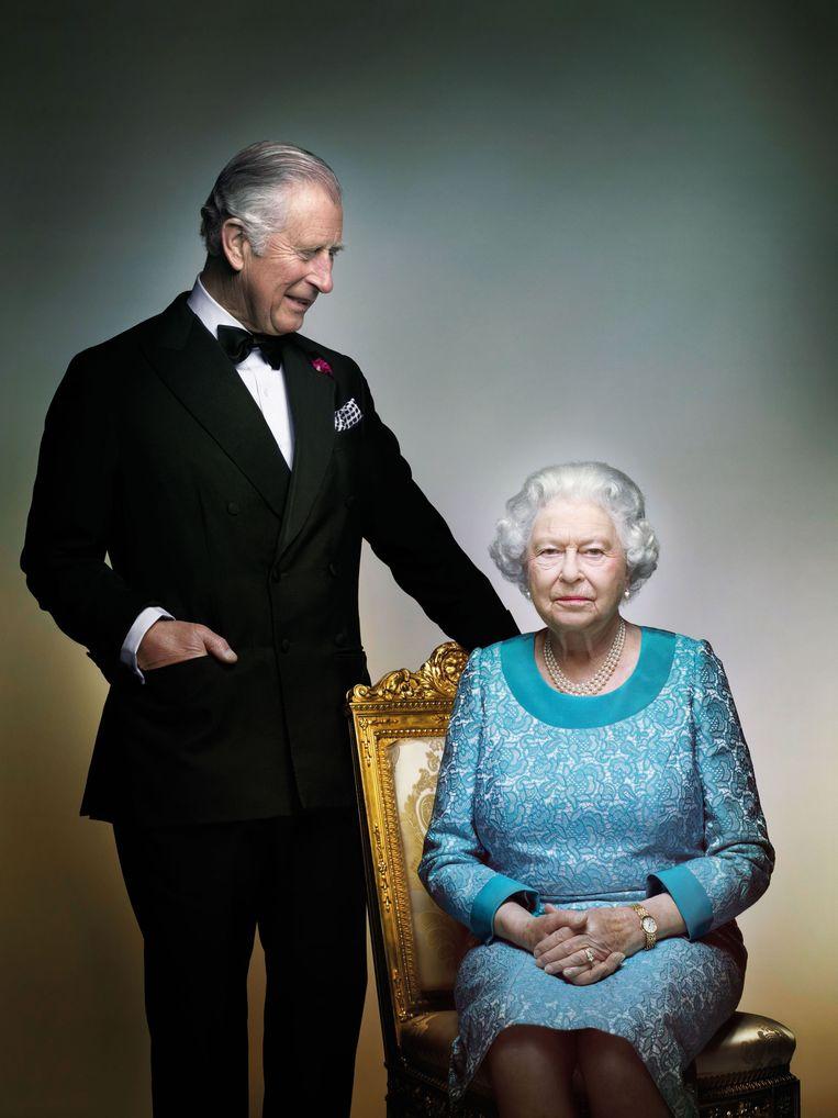 Charles en Elizabeth in Windsor Castle, mei 2016, bij de viering van de 90ste verjaardag van de koningin. Beeld AP
