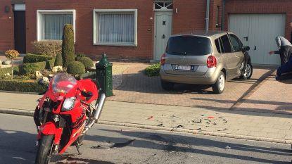Motorrijder gewond na botsing met wagen