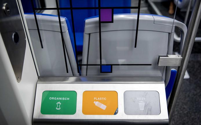 De trein is voorzien van wifi, stopcontacten, gescheiden afvalinzameling en een invaliden-wc.