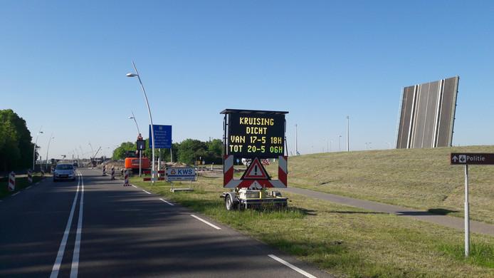 Kruising Binnenvaartweg bij noordbrug Oostsluis Terneuzen is vanaf vrijdagavond tot maandagochtend afgesloten.