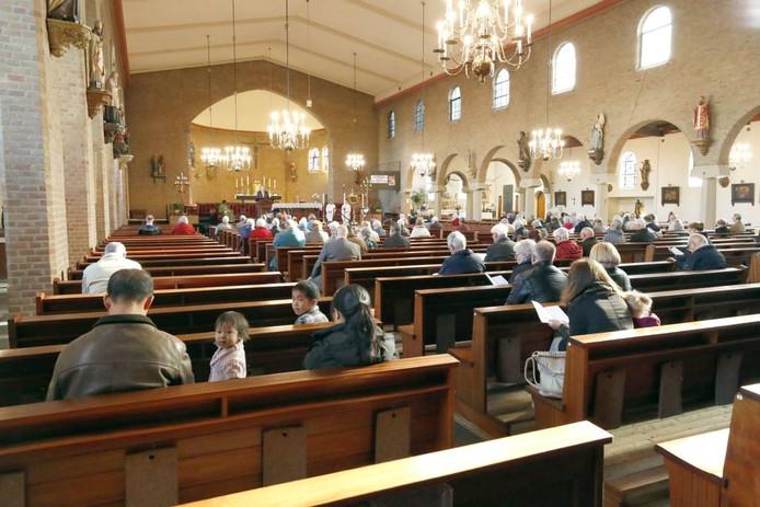 De Christus Koningkerk in Meerveldhoven is over een paar maanden de enige nog resterende katholieke kerk in Veldhoven. Foto Bert Jansen/fotomeulenhof