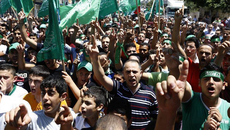 Palestijnse Hamas-aanhangers demonstreren tegen Israël op de Westbank. Beeld epa