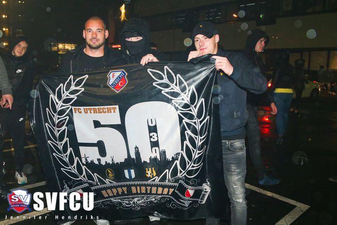 Ook Wesley Sneijder vierde afgelopen nacht de 50ste verjaardag va FC Utrecht mee.