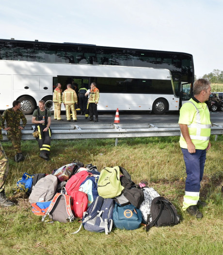 Kinderen na busongeluk opgevangen door omwonende en begeleiders: 'Ik wilde ze zo snel mogelijk een veilige plek bieden'