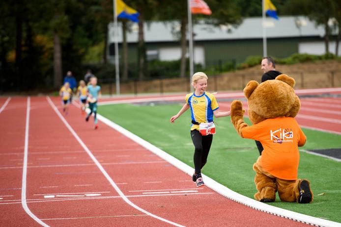Opening nieuwe atletiekbaan met KiKa-hardloopwedstrijd voor de kleintjes