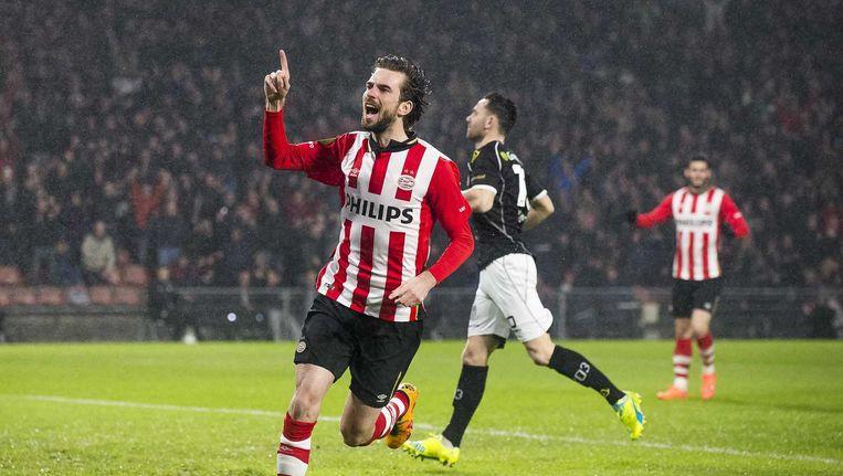 PSV-speler Davy Propper scoort de 1-0. Beeld null