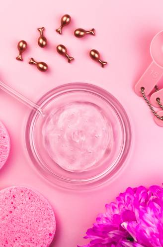 Ampullen en capsules veroveren de badkamerkast:  zijn deze mini-dosissen echt zo goed voor je huid en haar?
