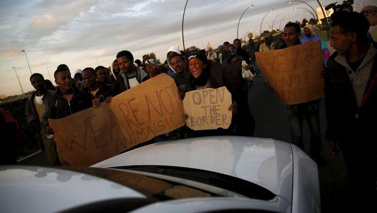 Migranten tijdens een protest in Calais.
