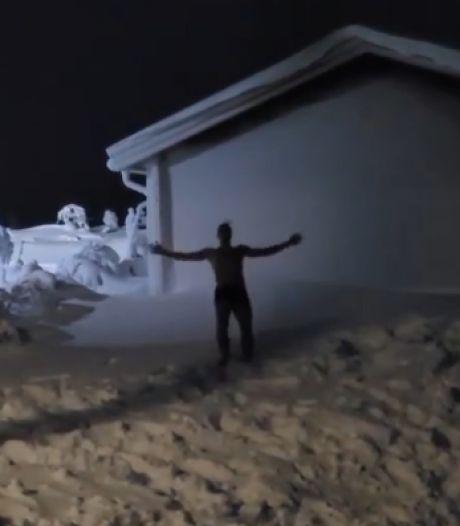Plongeon en caleçon dans la neige: Zlatan termine l'année à sa façon
