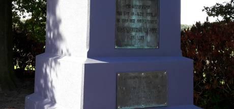 Ontzetting over paarsgeschilderde sokkel van monument in Etten-Leur