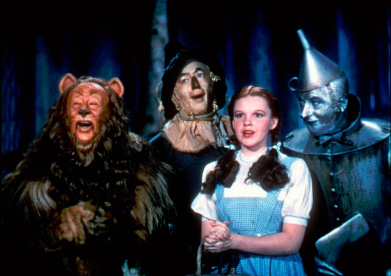 Bert Lahr als the Cowardly Lion, Ray Bolger als the Scarecrow, Judy Garland als Dorothy en Jack Haley als the Tin Woodman
