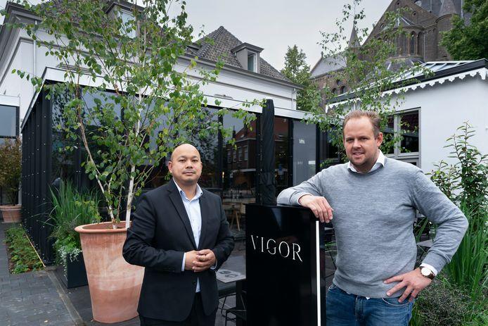 Links Randy Bouwer en rechts Lars Albers van restaurant Vigor in villa Bleijenburg in Vught.