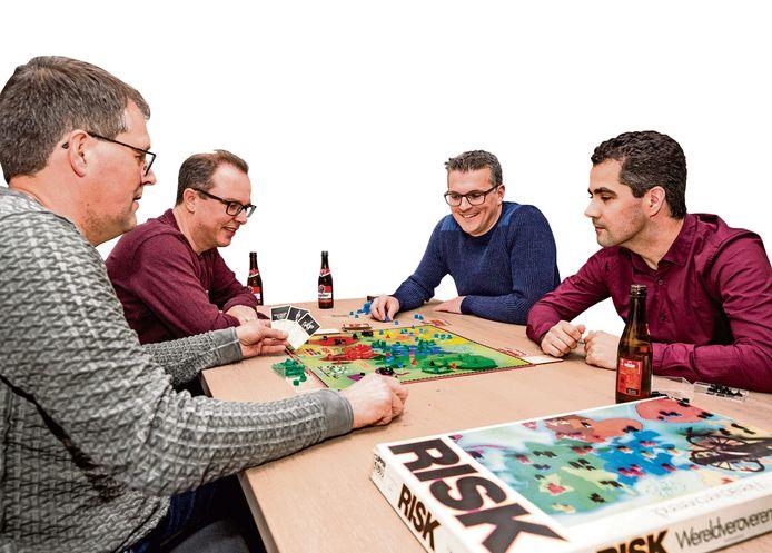 De Kapelse Risk-liefhebbers Jeroen van Hoorn, Jan-Kees Gijzel, Jaco Moelker en Peter van Hoorn (vlnr) organiseren een pre-event in Vlissingen voor het NK Risk.