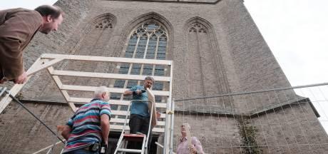 Door de sluis naar de Mariakerk in Didam