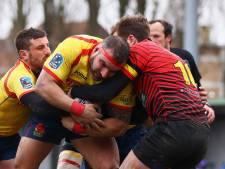 Woedende Spaanse rugbyers jagen scheidsrechter van het veld