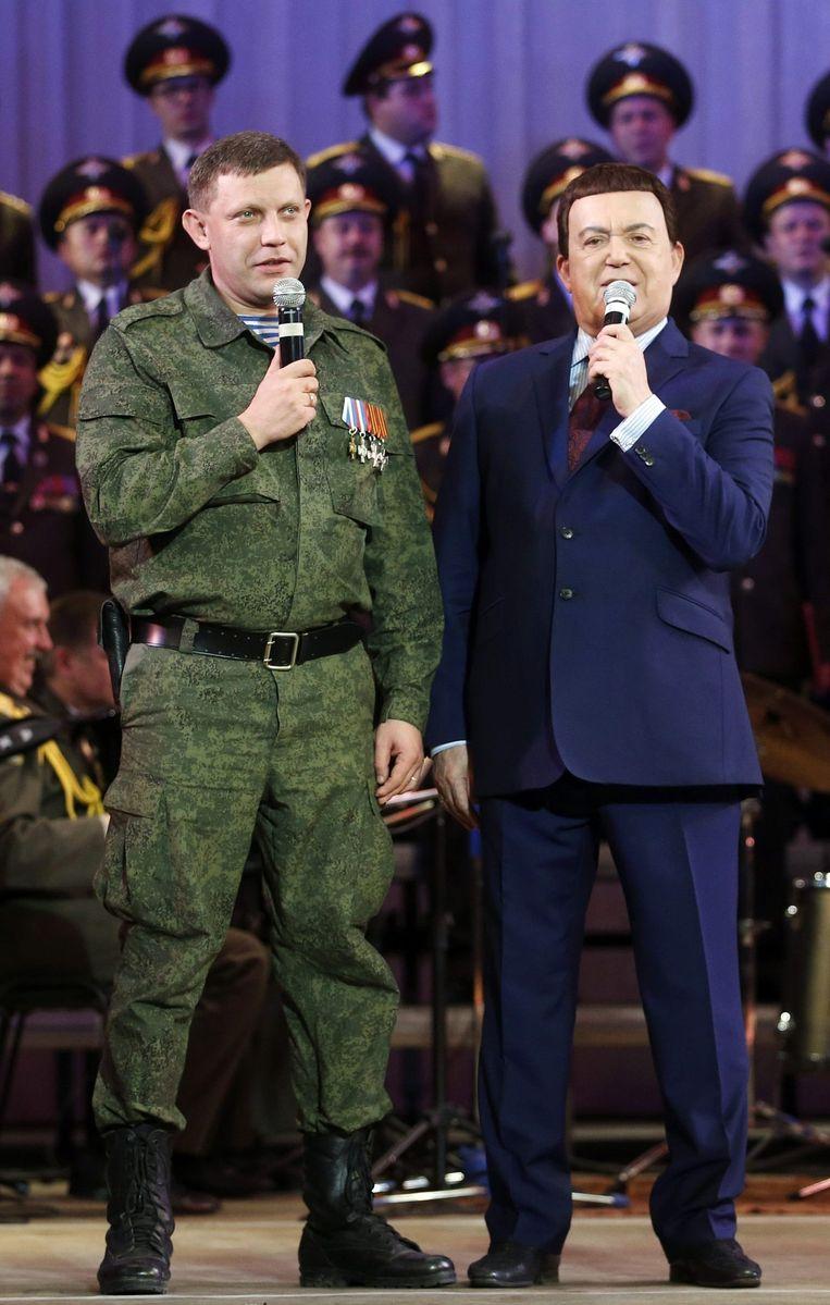 Aleksandr Zachartsjenko, leider van de zelfverklaarde Volksrepubliek Donetsk, in duet met Kobzon.