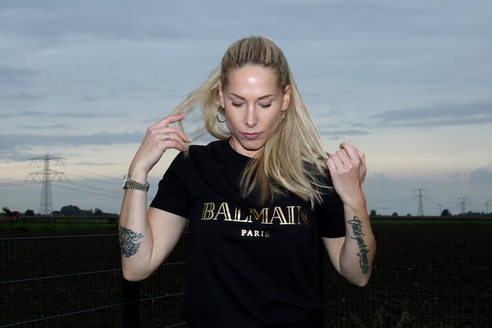 Kristel Elstak, vrouw van dj Paul Elstak, vertelt over het (intens heftige) huiselijk geweld dat ze mee heeft gemaakt in haar eerste relatie, om andere vrouwen te helpen.