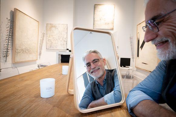 Koen Van Pottelberghe opent in de Befferstraat een optiekzaak en galerij in een.
