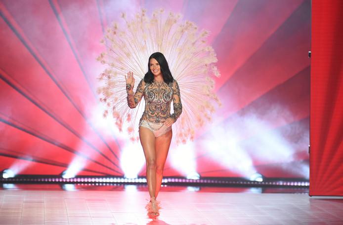 Adriana Lima tijdens haar laatste modeshow voor het Amerikaanse lingeriemerk Victoria's Secret in New York.