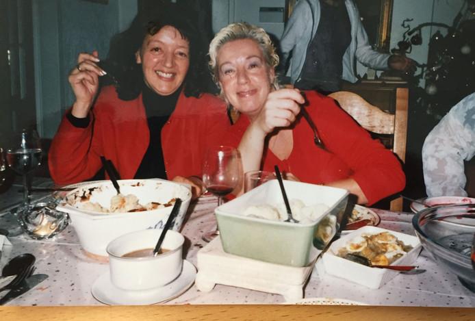 Roos-Marie (links) en Marijke zorgden in de familie Nagtzaam voor de vrolijke noot.