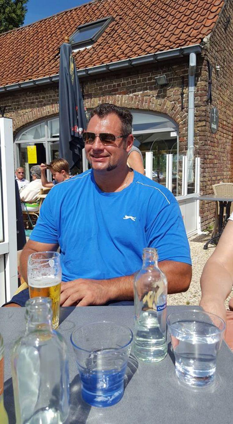 De 45-jarige Brugse bodybuilder Steve Meulebrouck die dood werd aangetroffen in zijn bad.