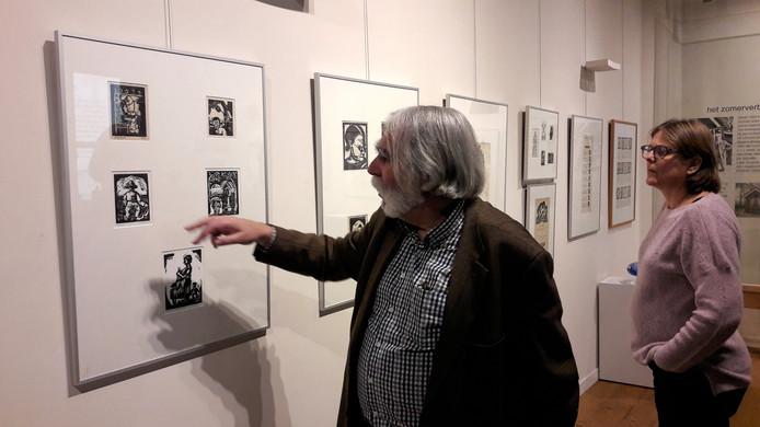 Curator Peter Thoben vertelt over de expositie 100 Jaar Jan Naaijkens in het Andreas Schotelmuseum.