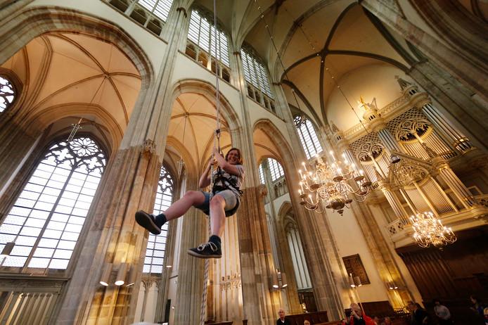 Abseilen in de Domkerk.