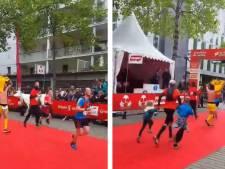 L'hommage d'un coureur à Emiliano Sala lors du marathon de Nantes