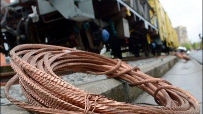 Grootscheepse politieactie: twintigtal personen opgepakt voor kabeldiefstallen, 19 ton koper in beslag genomen