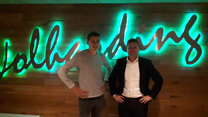 De voorzitters Yoeri Schulte van ENC'09 (links) en Peter van der Linde van SVVN in de kantine van Volharding. De voetbalburen op sportpark Groot Lochter in Nijverdal gaan begin 2020 formeel fuseren als de leden hiermee volgende maand instemmen.