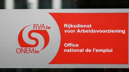 'Werkloze', die eigenlijk drie bedrijven had, moet RVA 75.885 euro terugbetalen. In Polen beloofde hij zelfs om een paleis te renoveren
