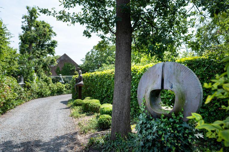 MECHELEN Beeldhouwer Pol Cockx stelt mogelijk voor de laatste keer tentoon in zijn huis en tuin