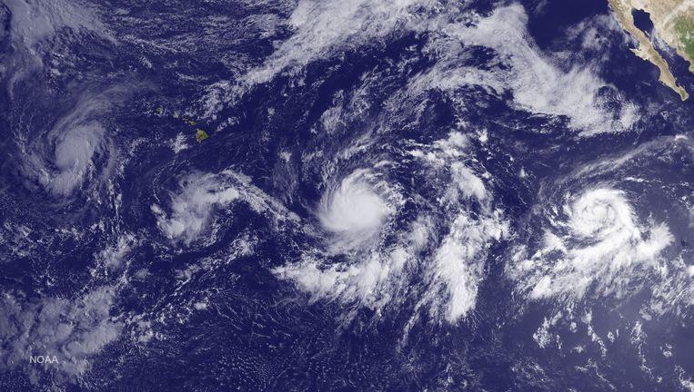 In de Stille Oceaan ontstaan drie stormen, van west naar oost: Kilo, Ignacio en Jimena