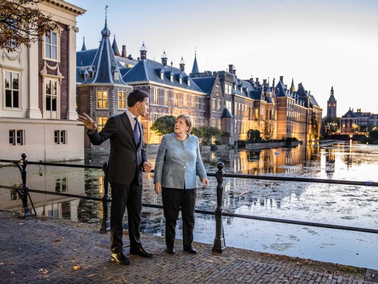 Merkel komt klimaatsnuffelen in Den Haag