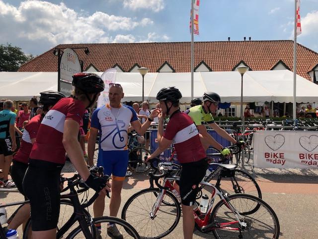 Even pauze tijdens Bike my Day in Heeswijk.
